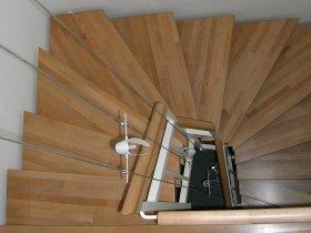 System individuell an's Treppenhaus angepasst - Sonderanfertigung des Baldachin nach unseren Vorgaben
