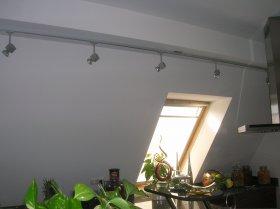 Deckenauslass versetzt um Arbeitsplatte optimal auszuleuchten